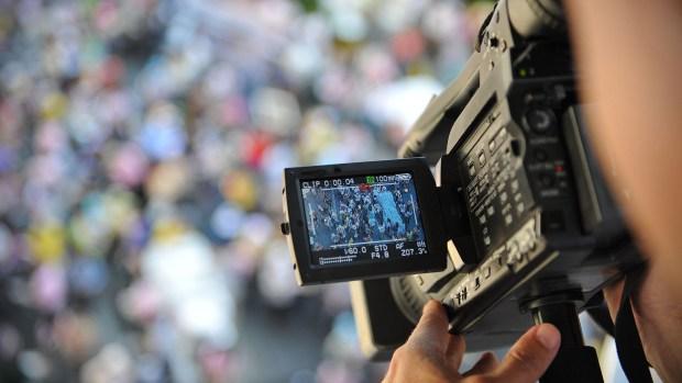 Varios periodistas de Repretel se mostraron dolidos en las redes sociales y destacaron la calidad humana y profesional de Arias y su compromiso diario con el trabajo (Getty Images)