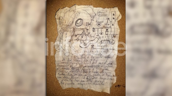 Una de las cartas del pacto satánico encontradas por la Federal.