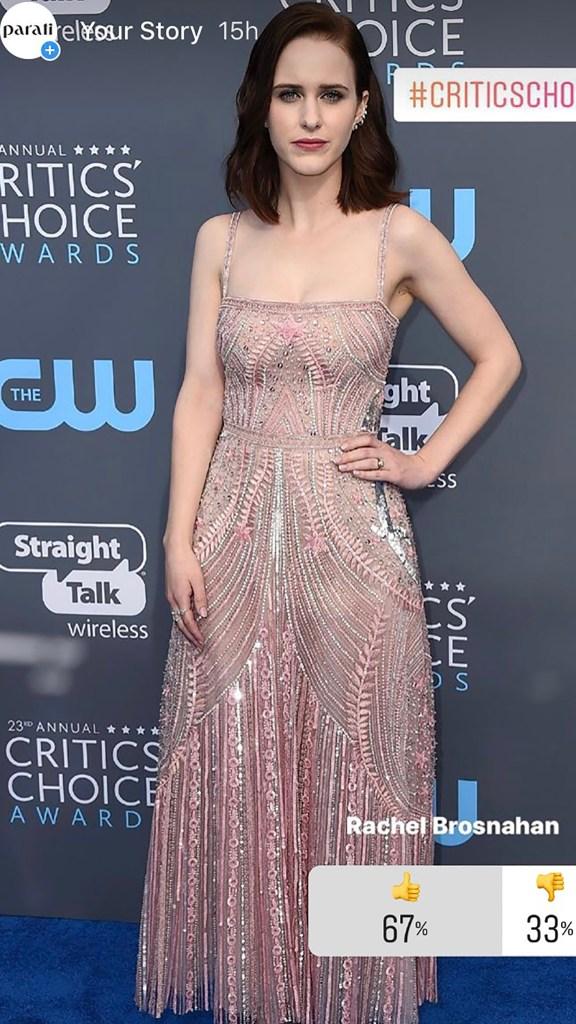 La actriz Rachel Brosnahan con un diseño en tono rosa integramente bordado por el maestro Zuhair Murad. El beauty look de estética retro, con una aceptación amplia