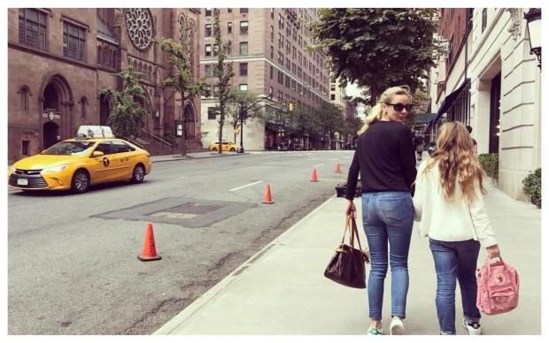 Madre e hija de paseo por Nueva York.