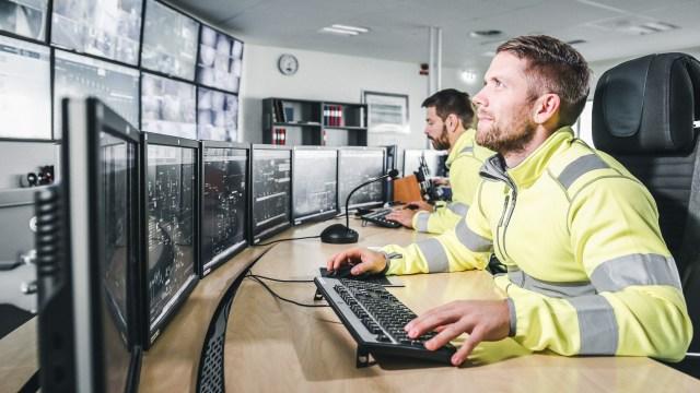 Los mineros en la sala de control de Boliden, en Garpenberg (Tomas Westermark/Boliden)
