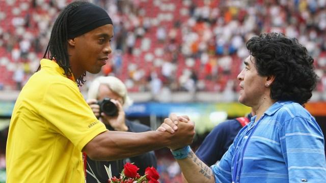El saludo de Maradona a Ronaldinho tras su retiro, con una chicana ...