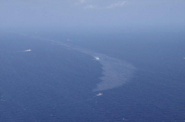 Así se veía la mancha de petróleo el sábado (Oficina Regional de la Guardia Costera via REUTERS)