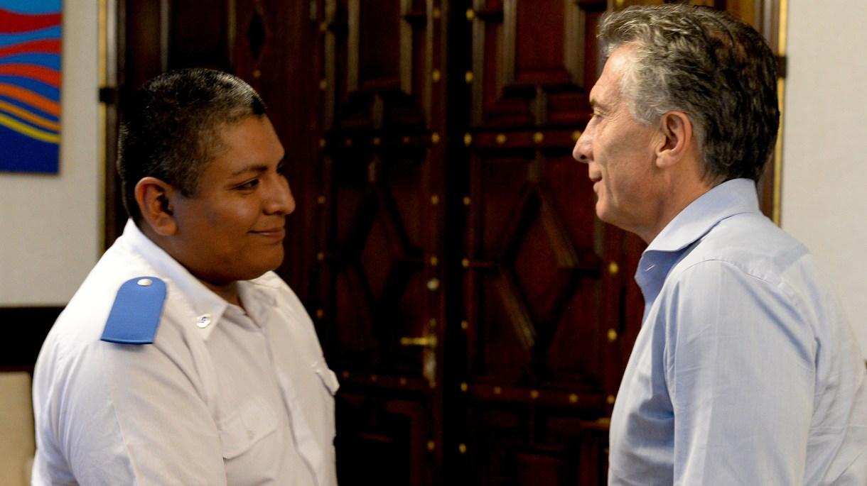 Luis Chocobar junto al presidente Mauricio Macri en la Casa Rosada