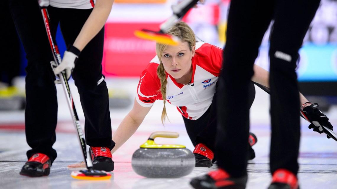 El curling es uno de los deportes más atractivos de los Juegos Olímpicos de Invierno (AP)