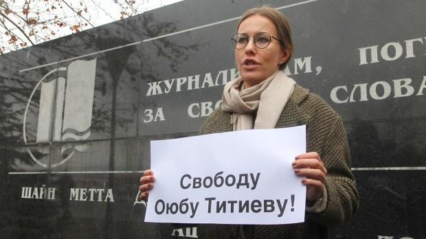Ksenia Sobchak,una de las 8 candidatas a la presidencia de Rusia (AP Photo/Musa Sadulayev)