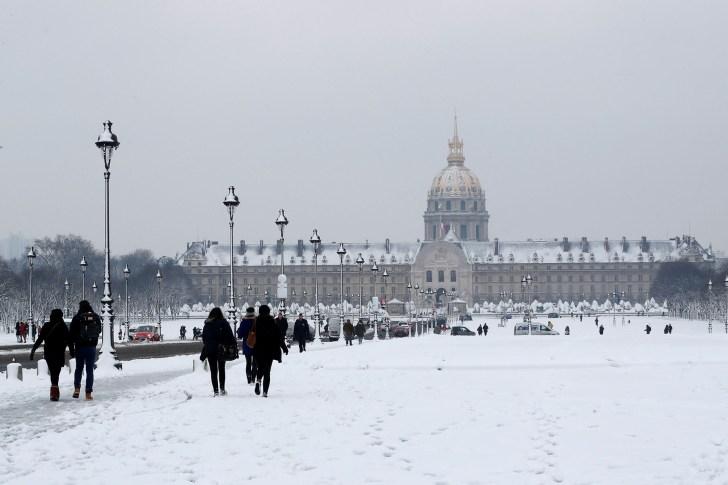 ساحة المعوقين، مع السياح على الرغم من الثلوج