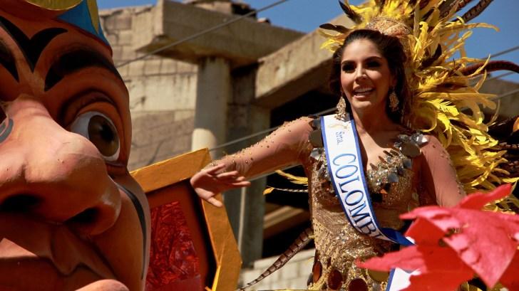 La Señorita Colombia, Laura González, se gozó el Carnaval desde su carroza