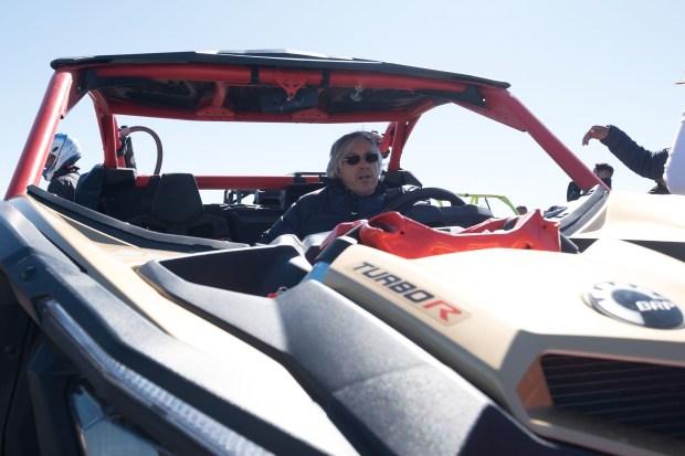 El cumpleañero disfrutó también de manejar un buggy en el desierto de Agafay
