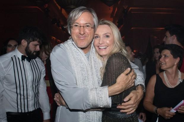 Alejandro Roemmers y Catherine Roemmers durante los fesrtejos en la fiesta oriental