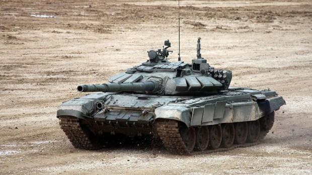 Un T-72 de tanque ruso fue destruido por la coalición internacional tras un ataque