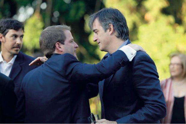 El novio y Esteban Bullrich, senador nacional por la provincia. (Foto Marcelo Espinosa/GENTE)