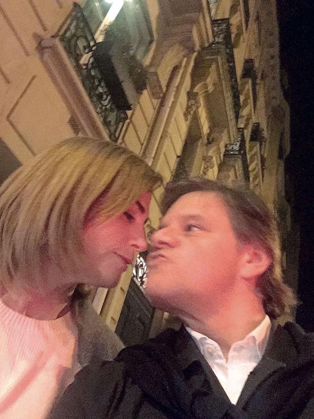Medianoche en París fue la primera película que vieron juntos: viajaron y recrearon la escena. (Foto Instagram)