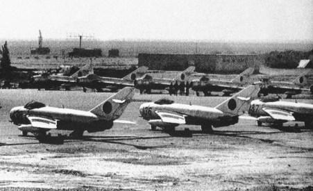 Anticuados cazas de fabricación soviética Mig-17 de la fuerza aérea afgana en 1980, en la provincia de Kandahar