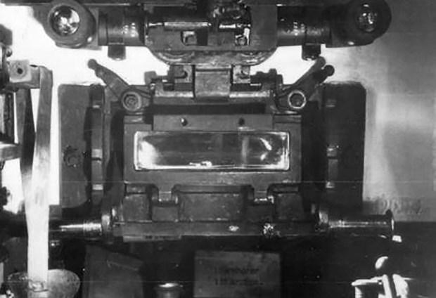 El pesado vidrio blindado era inmune a los proyectiles de una Thompson