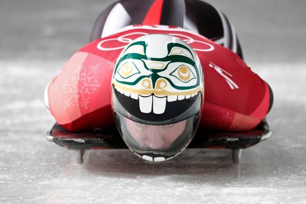 Kevin Boyer con un diseño infantil en su casco