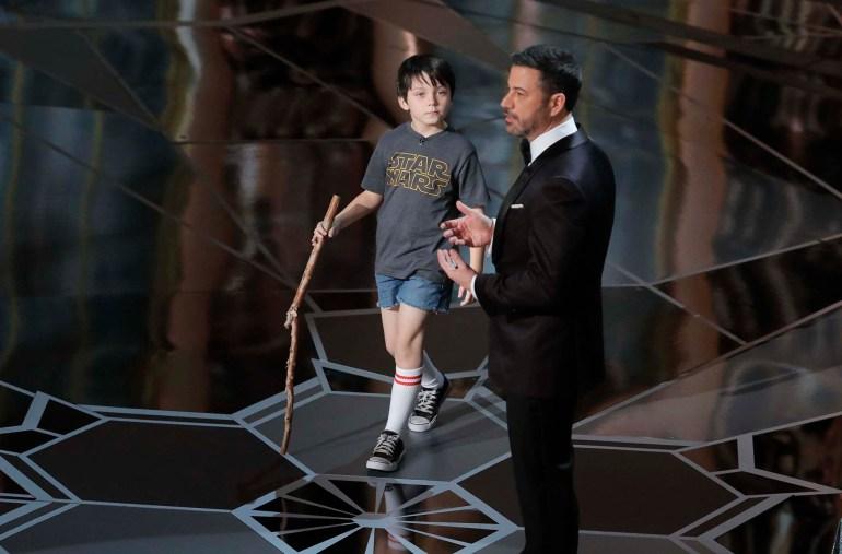 "Jimmy Kimmel junto a Anthony Gonzalez, que le puso la voz al personaje de ""Coco"""