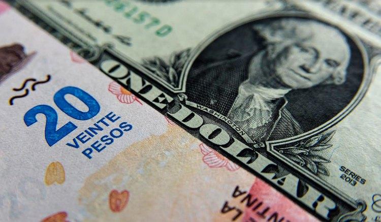 El dólarcerró a $24,89