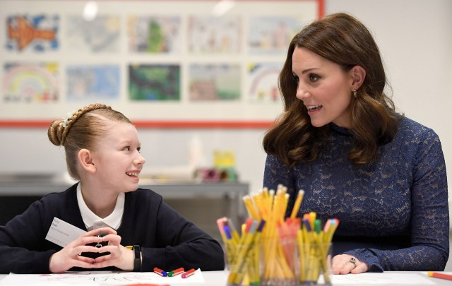 Kate Middleton en una nueva sede de la organización benéfica de salud mental para niños, Place2Be, en el centro de Londres, el 7 de marzo de 2018. Place2Be proporciona apoyo emocional y terapéutico a los niños en las escuelas, trabajando junto con maestros y padres