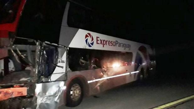 El micro de Expreso Paraguay involucrado en el accidente (Gentileza Uno Entre Rios)