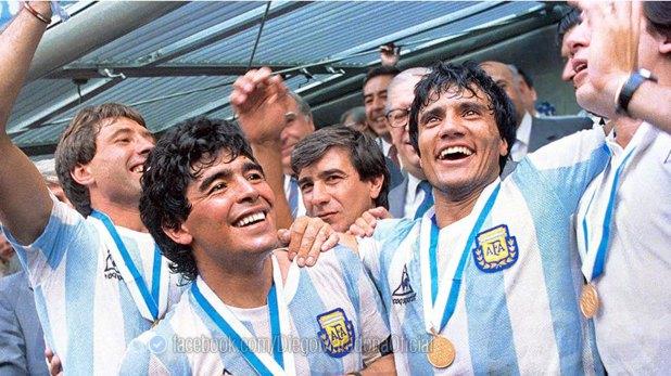 Tiempos de gloria: Maradona y Enrique festejan en México el título mundial