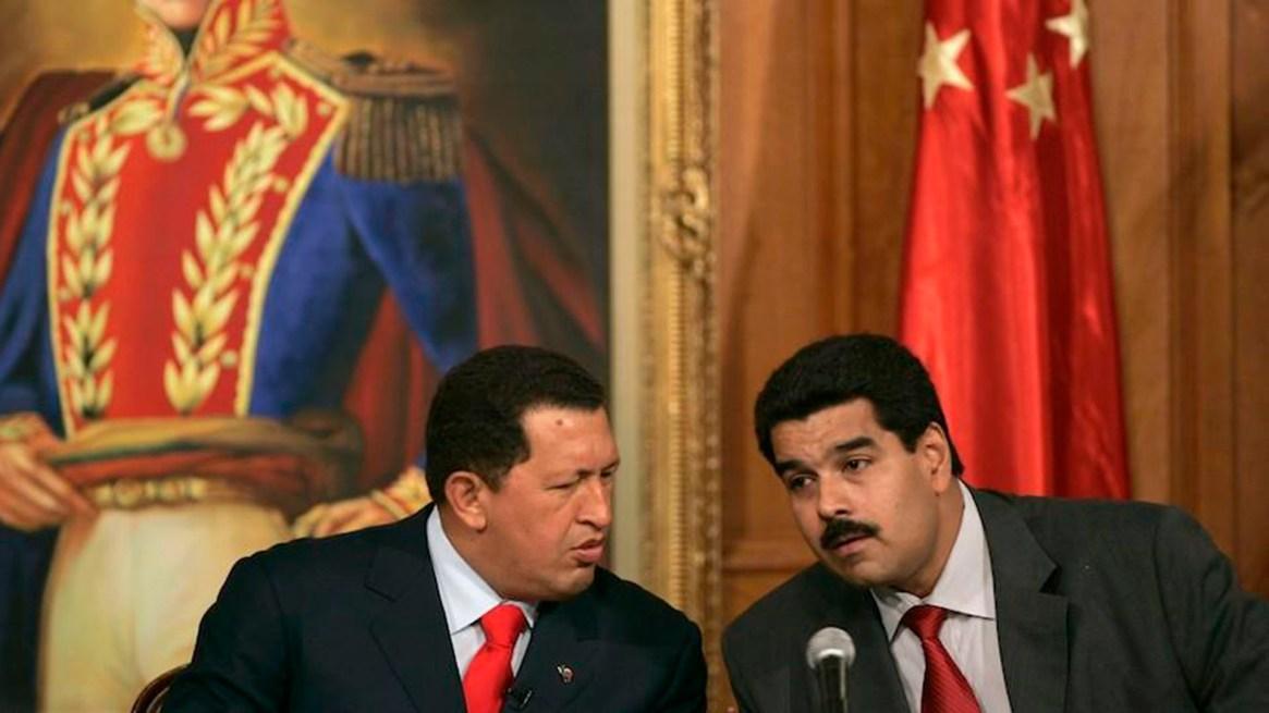Hugo Chávez y Nicolás Maduro, cuando era su canciller