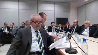 El ex presidente Luiz Inácio Lula da Silva ante el juez anticorrupción Sergio Moro, a cargo de la causa Lava Jato, el 10 de mayo de 2017.