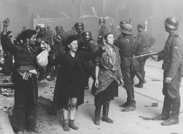 El desgarrador recuento: 70 mil judíos muertos, 13 mil caídos en combate, 56 mil prisioneros (7 mil fusilados en el acto y el resto muertos en las cámaras de gas de Treblinka). La última capturada: una niña, el 13 de diciembre