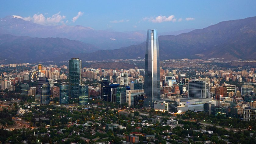 Para poder dimensionar el tamaño del mercado de oficinas de cada una de las ciudades, se calculó el ratio de metros cuadrados de oficinas por cada 1.000 habitantes