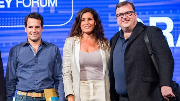 Wenceslao Casares junto a Reid Hoffman y María Julia Bearzi, directora ejecutiva de Endeavor Argentina