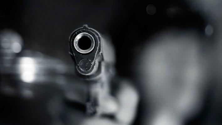 Las armas de fuego y los objetos contundentes son las herramientas principales. (Getty)