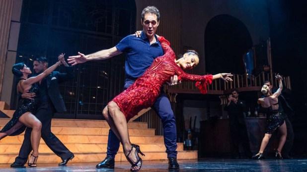 """Mora Godoy y Pedro Alonso bailaron tango. El actor, que interpretó Berlín en """"La Casa de Papel"""", visitó Buenos Aires para filmar un comercial y generó un gran revuelo (Teleshow)"""