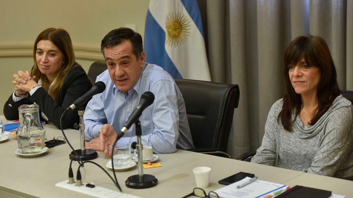 Danya Tavela, secretaria de Políticas Universitarias, Alejandro Finocchiaro, ministro de Educación, y Magalí Catino, secretaria ejecutiva de los CPRES