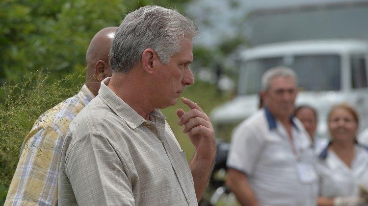 Miguel Díaz-Canel confirmó que había 104 pasajeros y nueve tripulantes (AFP)