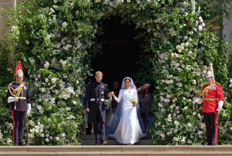 La primera imagen de los recién casados al salir de la capilla de Saint George.