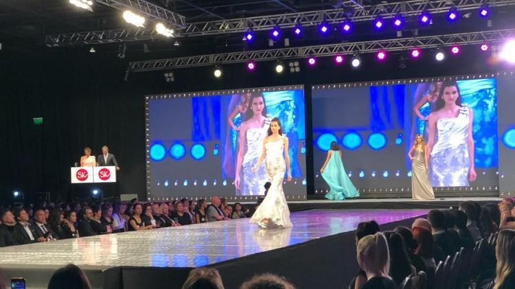 Diseños de alta noche y novias se hicieron presentes en la pasarela de Silkey Mundial 2018