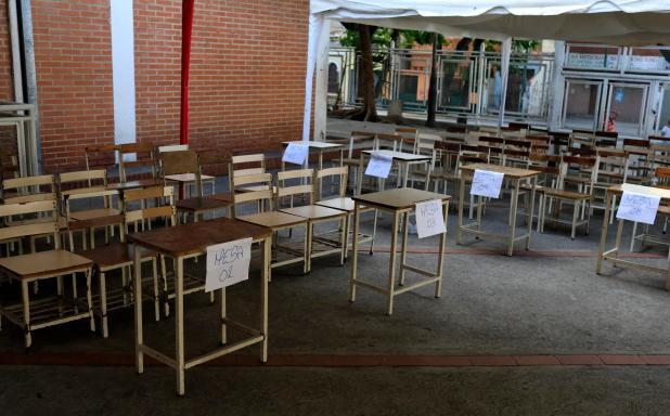 Las mesas de votación, vacías en un centro de Caracas (Reuters)