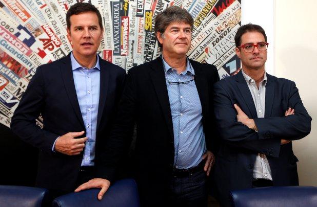 Tres víctimas de abusos en Chile, Juan Carlos Cruz, James Hamilton y José Andrés Murillo, fueron recibidos por Francisco en la residencia papal (Reuters)