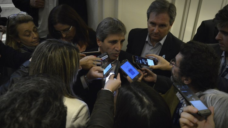 """Caputo respondió preguntas luego del panel, prestando su apoyo al """"ascenso"""" de Dujovne"""