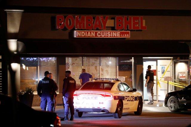 Policía frente al restaurante donde ocurrió la explosión (REUTERS/Mark Blinch)