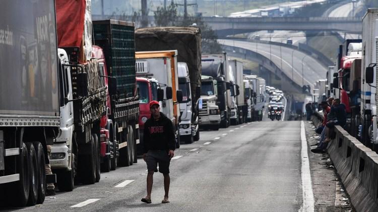 La huelga de los camioneros en Brasil ya tiene consecuencias en materia de abastecimiento de combustible en varias ciudades importantes (AFP)