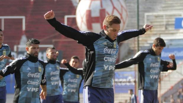 Los primeros trabajos de calentamiento de la Selección en la cancha del Globo (@Argentina)
