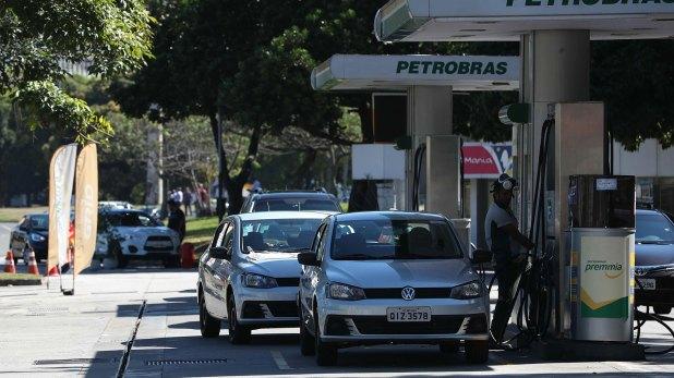 El promedio nacional del precio del diésel según la Agencia Nacional de Petróleo osciló de 3,356 reales en enero de este año a 3,595 reales el 19 de mayo, antes de la huelga. Alcanzó un pico de 3,788 reales el 26 de mayo (EFE)