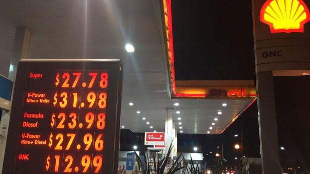Estación de servicio Shell ubicada sobre la avenida Juan B. Justo, en Capital Federal