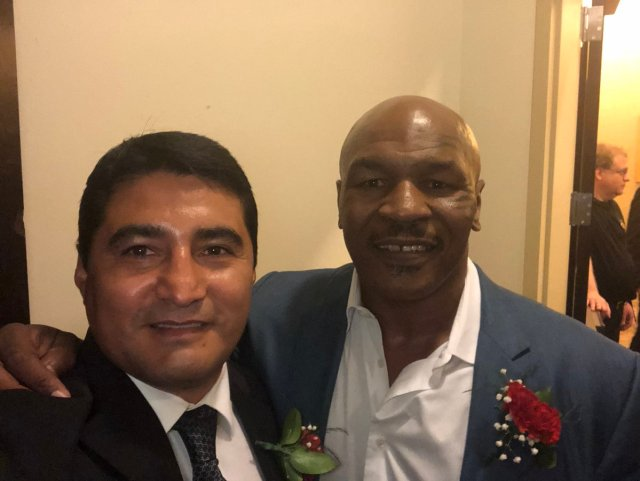 """El boxeador mexicano Eril """"El Terrible"""" Morales coincidió con Mike Tyson en el Salón de la Fama del Boxeo"""