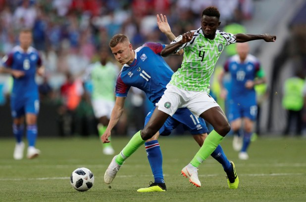 Soccer Football – World Cup – Group D – Nigeria vs Iceland – Volgograd Arena, Volgograd, Russia – June 22, 2018   Iceland's Alfred Finnbogason in action with Nigeria's Wilfred Ndidi    REUTERS/Ueslei Marcelino