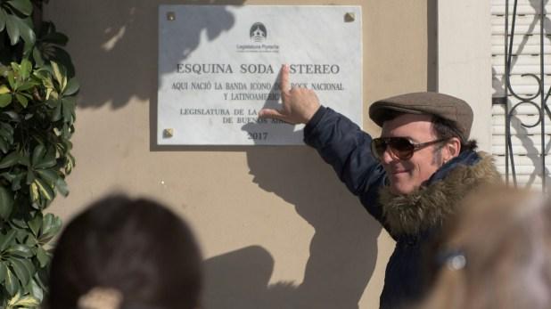 La placa sería cambiada en los próximos días, y así se vería: sin la E de Estereo(Adrián Escándar)
