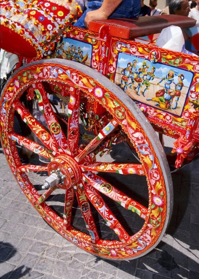 Los carros callejeros de Sicilia, una de las inspiraciones de Dolce & Gabbana