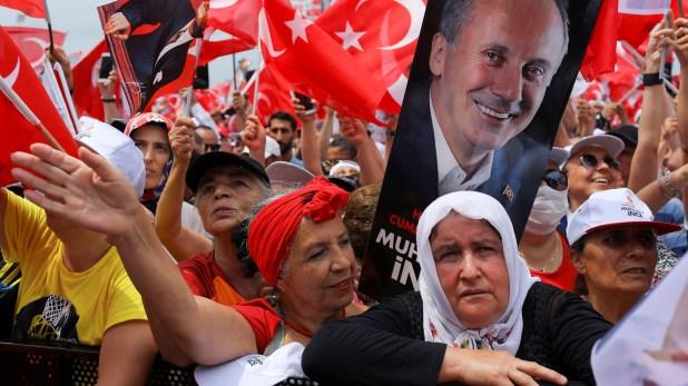 Un manifestación en oposición al presidente Recep Erdogan (Reuters)