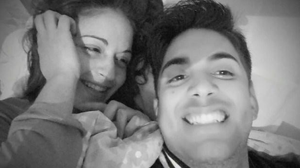 En su cuenta de Facebook, Fernández aún conserva una foto compartida con la víctima.